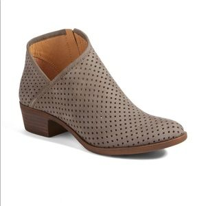 🍀 Lucky Brand Grey Perforated Breeza Booties